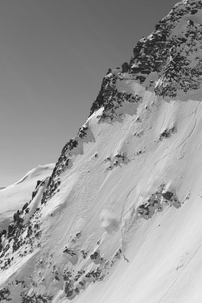 Snowboarder/FREDERIK KALBERMATTEN Location/SAASFEE、CHE