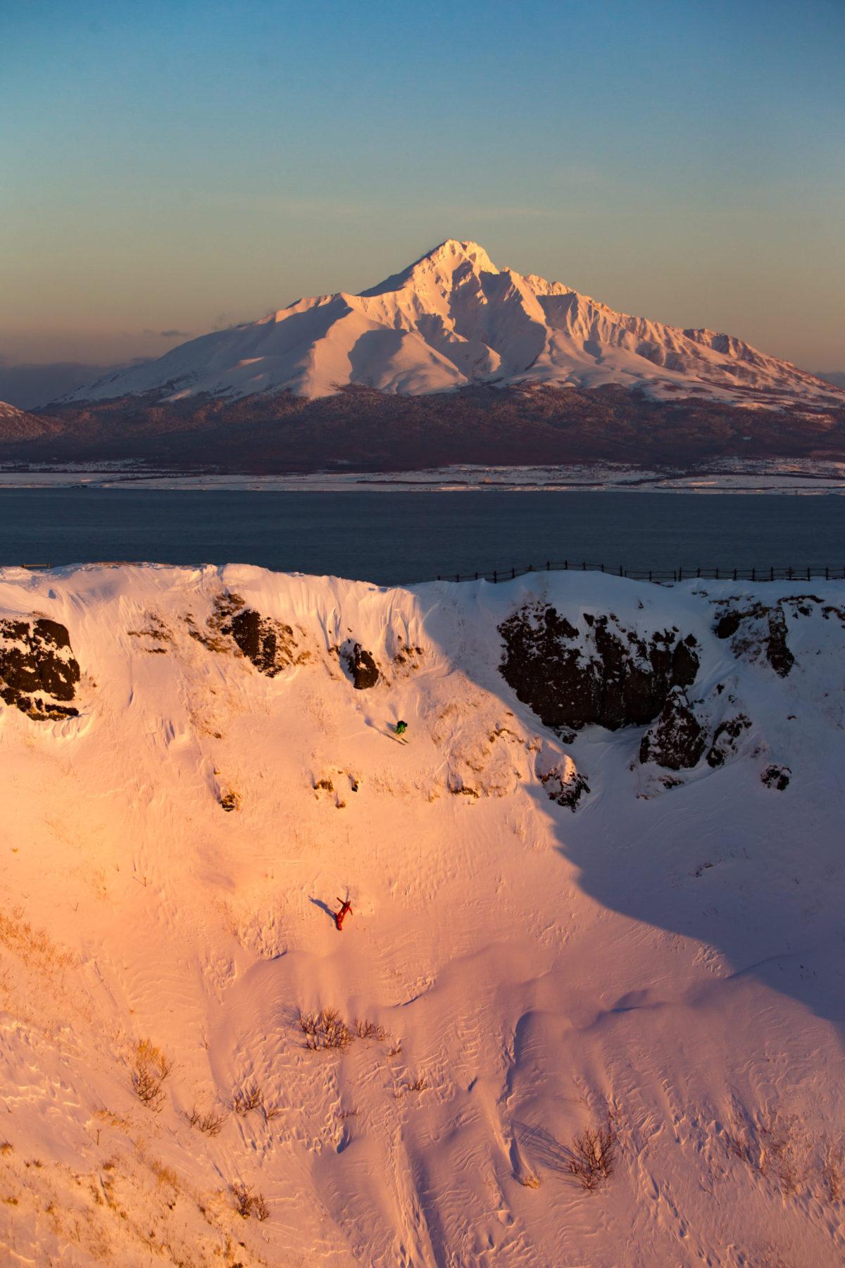 Skier/Makoto Asakawa、Snowboarder/Kazushi Yamauchi  Location/Rebun、Hokkaido、JPN