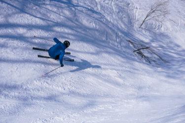 """春シーズンは地形遊び。野沢温泉スキー場""""やまびこゲレンデ""""を滑る"""