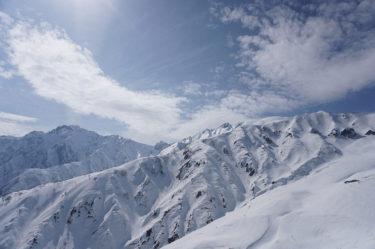 春はバックカントリースキー&スノーボードの絶好シーズン! その理由は? プロのガイドに聞いてみた